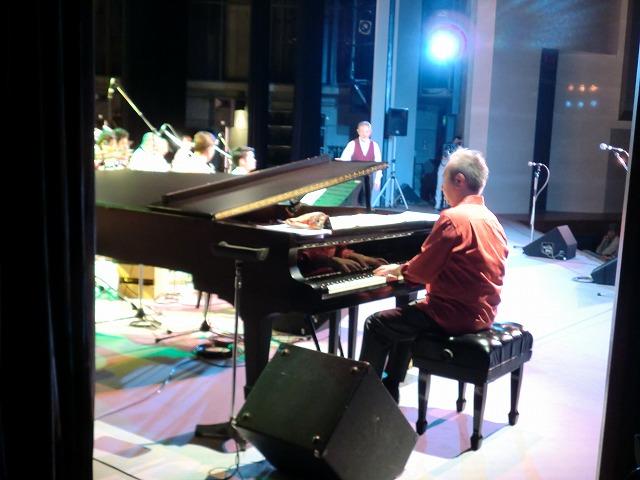 森村さんのピアノソロで、Maria ...